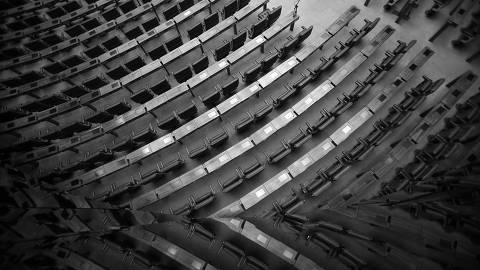 BRASILIA, DF,  BRASIL,  01-08-2018, 14h00: Plenário da câmara vazio enquanto se aguarda quórum para inicar a sessão. Corredores e salões do Congresso vazios na manhà de hoje. Os deputados voltam do recesso hoje, mas a expectativa é de que nada seja votado e os trabalhos sejam efetivamente retomados só na semana que vem. (Foto: Pedro Ladeira/Folhapress, PODER) ***EXCLUSIVO*** ORG XMIT: AGEN1808011426695961 DIREITOS RESERVADOS. NÃO PUBLICAR SEM AUTORIZAÇÃO DO DETENTOR DOS DIREITOS AUTORAIS E DE IMAGEM