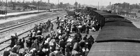 (FILES) This file photo taken on May 27, 1944 taken in Oswiecim, Poland, shows Jews alighting from a train in the Auschwitz-Birkenau extermination camp. 