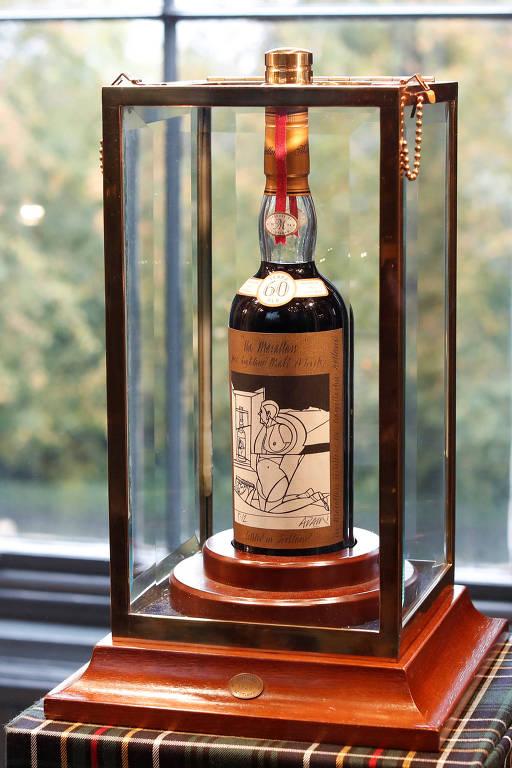 Garrafa de whisky criada pelo artista Sir Peter Blake deve ser leiloada por R$ 4,5 milhões