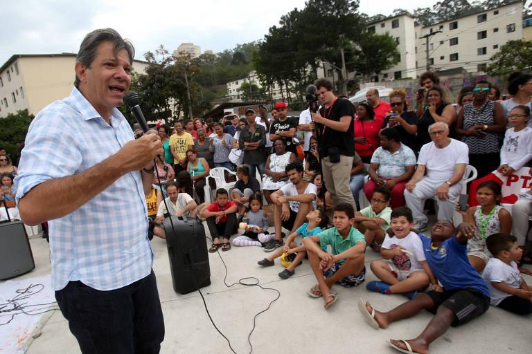 O candidato do PT Fernando Haddad se encontra com coletivos culturais periféricos na zona oeste de São Paulo