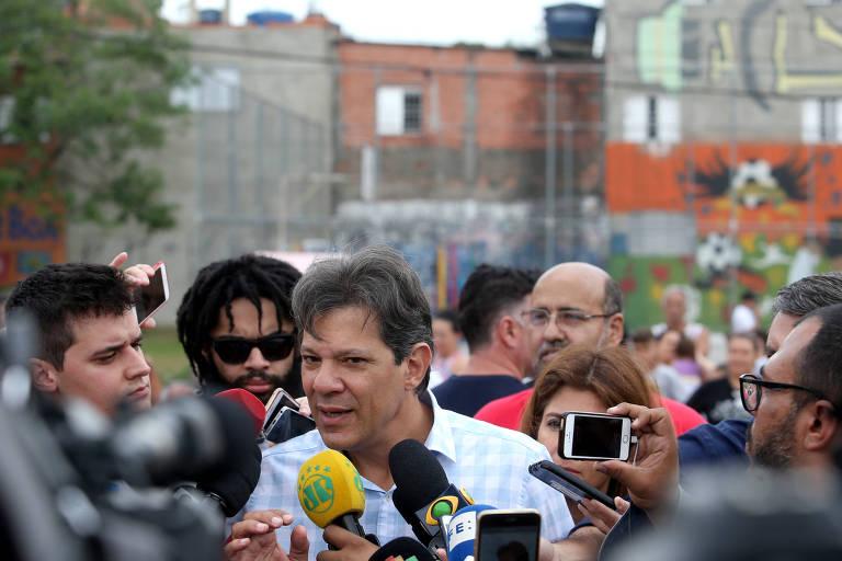 O candidato à Presidência Fernando Haddad (PT) durante encontro com grupos culturais da periferia de São Paulo