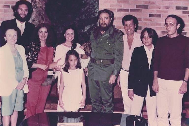 A atriz Regina Duarte ao lado de Fidel Castro