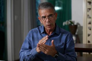 O general da reserva Oswaldo Ferreira durante entrevista à Folha