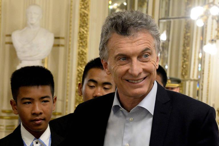 Mauricio Macri, presidente da Argentina, durante encontro na Casa Rosada com membros de time tailandês de futebol