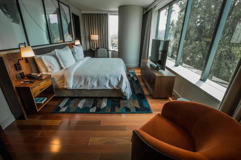 SÃO PAULO, SP, BRASIL, 12-10-2018: A rede de hotéis de luxo Four Seasons inaugura sua primeira unidade no Brasil na segunda, na Zona Sul de São Paulo. Na foto, o quarto corner suite, que conta com ante sala. (Foto: Bruno Santos/ Folhapress) *** FSP-MERCADO *** EXCLUSIVO FOLHA***(Foto: Bruno Santos/ Folhapress) *** FSP-MERCADO *** EXCLUSIVO FOLHA***