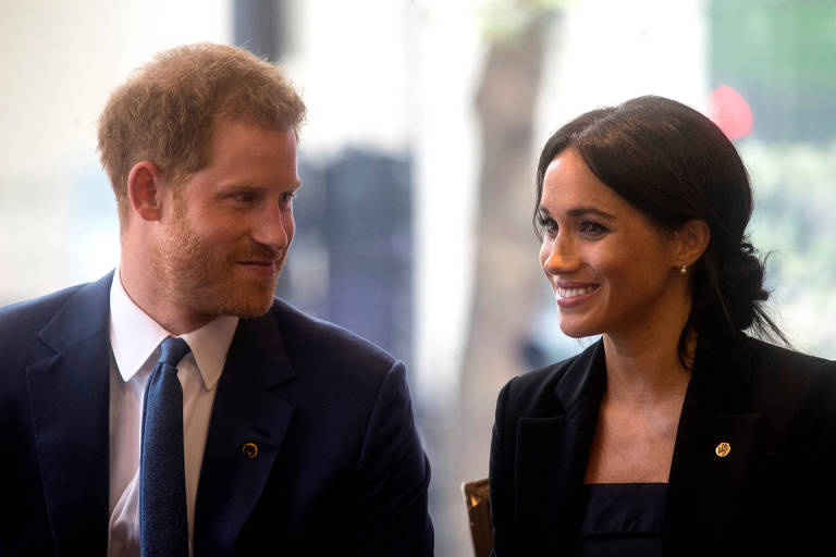 O príncipe Harry e Meghan, duque e duquesa de Sussex, em hotel de Londres