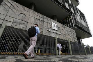 FILE PHOTO: Brazil's state-run Petrobras oil company headquarters are pictured in Rio de Janeiro