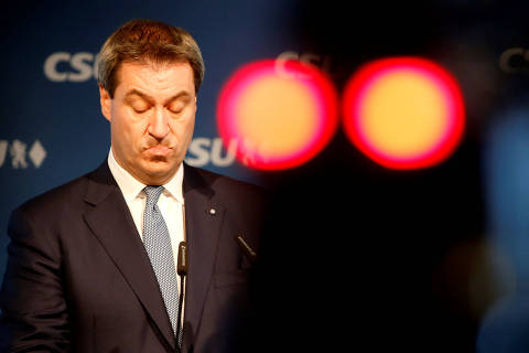 Bavarian State Prime Minister Markus Soeder of the Christian Social Union (CSU) reacts during a news conference following a board meeting after the Bavarian state elections in Munich, Germany October 15, 2018.    REUTERS/Michaela Rehle ORG XMIT: REH47