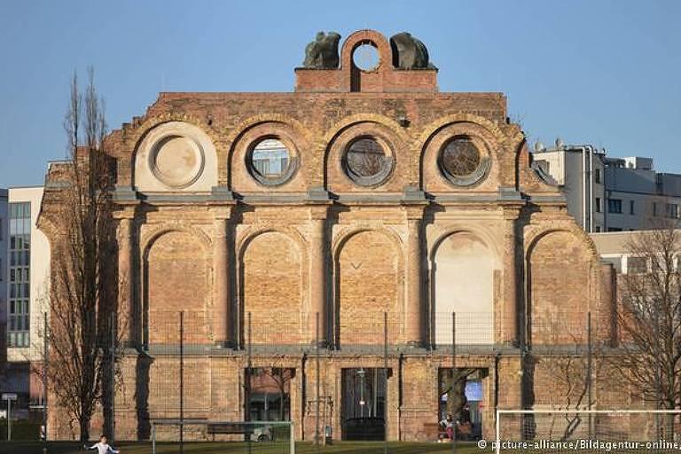 Apenas fachada da antiga estação Anhalter sobreviveu à Segunda Guerra Mundial