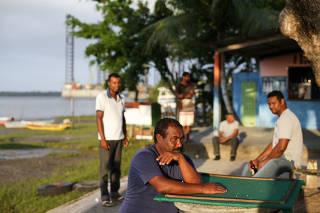 Três anos após estaleiro fechar, distrito baiano vira