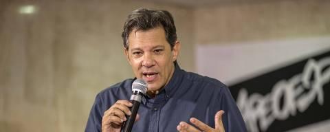 PODER - SAO PAULO -  O candidato Fernando Haddad se encontra com professores na APEOESP, no dia do Professor, em Sao Paulo, 13/10/2018  - FOTO Marlene Bergamo/Folhapress - 017 - SELENE 564130