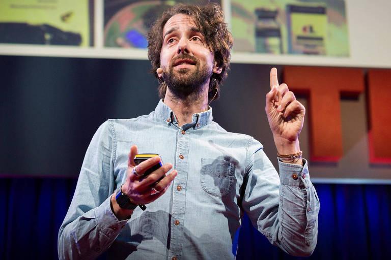 O pesquisador Jamie Bartlett, em conferência do TED