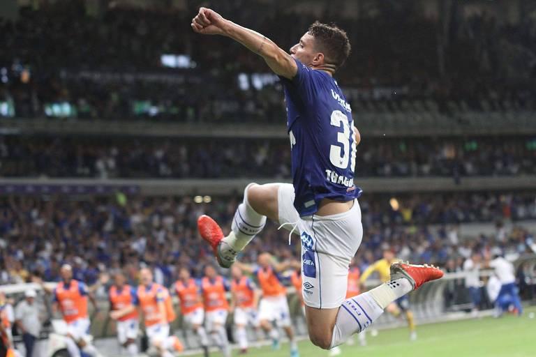 Thiago Neves comemora o gol do Cruzeiro no primeiro jogo da final da Copa do Brasil