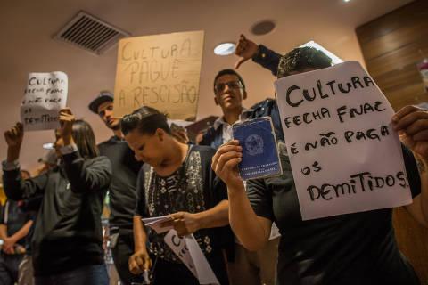 SÃO PAULO, SP, BRASIL, 16-10-2018: Protesto de funcionários da Fnac, em frente à livraria Cultura. A empresa demitiu e não pagou ninguém. (Foto: Bruno Santos/ Folhapress) *** FSP-ILUSTRADA *** EXCLUSIVO FOLHA***