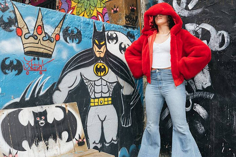 Camila Cabello no Beco do Batmam