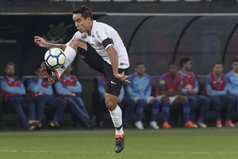 2aa63c3249 Jadson domina a bola durante jogo do Corinthians  meia é a principal aposta  do clube para a final da Copa do Brasil - Daniel Augusto Jr.   Ag.  Corinthians