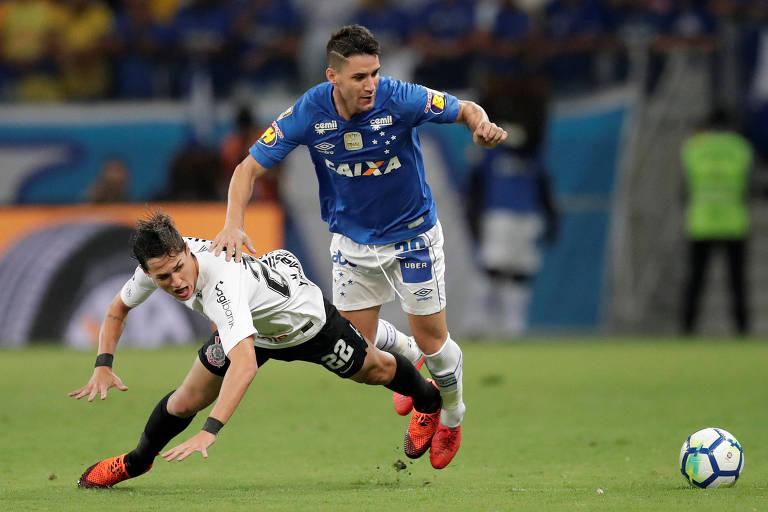 Thiago Neves em ação pelo Cruzeiro contra o Corinthians, na Copa do Brasil de 2018