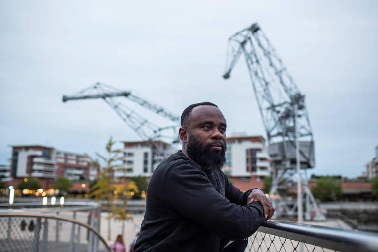 Francis Mante, árbitro e ex-atleta amador, nasceu em Gana e também diz já ter sofrido insultos racistas enquanto apitava jogos de ligas amadoras