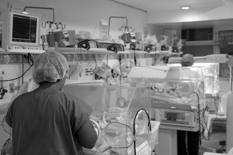 Unidade de cuidados intermediários neonatal do Hospital Agamenon Magalhães, em Recife