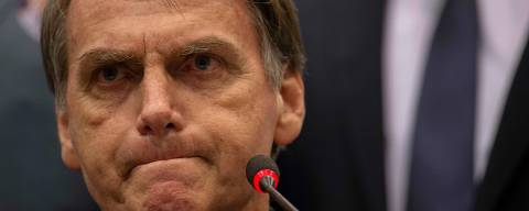 Brazil's right-wing presidential candidate for the Social Liberal Party (PSL) Jair Bolsonaro gestures during a press conference in Rio de Janeiro, Brazil on October 11, 2018. - The far-right frontrunner to be Brazil's next president, Jair Bolsonaro, stumbled Wednesday by spooking previously supportive investors, while a spate of violent incidents pointed to deep polarization caused by the election race. (Photo by Mauro Pimentel / AFP)
