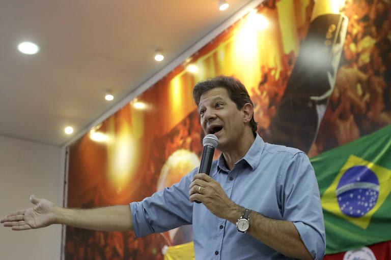 O presidenciável Fernando Haddad (PT) discursa para lideranças em São Paulo