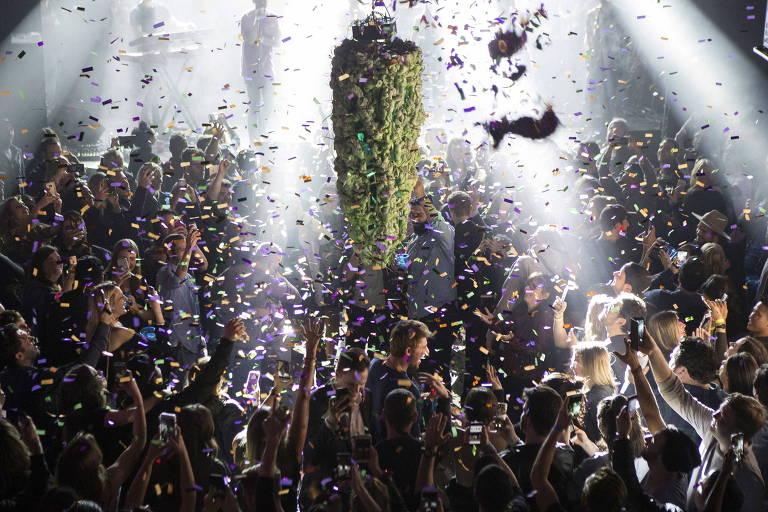 Contagem regressiva para a liberação da maconha, em festa em Toronto, no Canadá