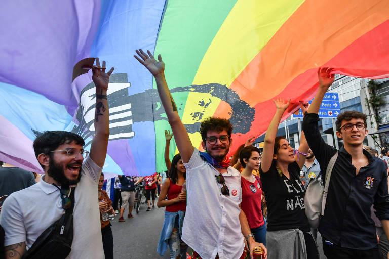 Manifestantes fazem protesto contra Jair Bolsonaro (PSL) sob a hashtag #EleNao, em Brasília