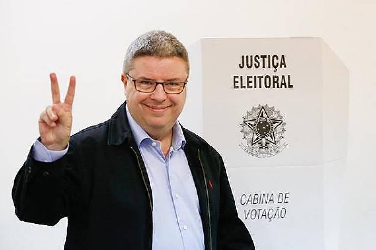 O governador e candidato à reeleição Antonio Anastasia (PSDB), que concorre ao governo do estado de Minas Gerais no segundo turno