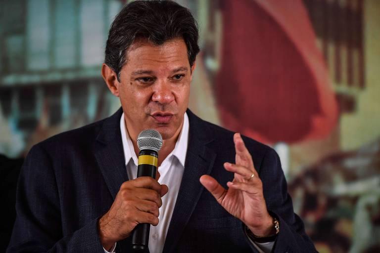 O candidato Fernando Haddad (PT) fala em encontro com um grupo de evangélicos nesta quarta (17)