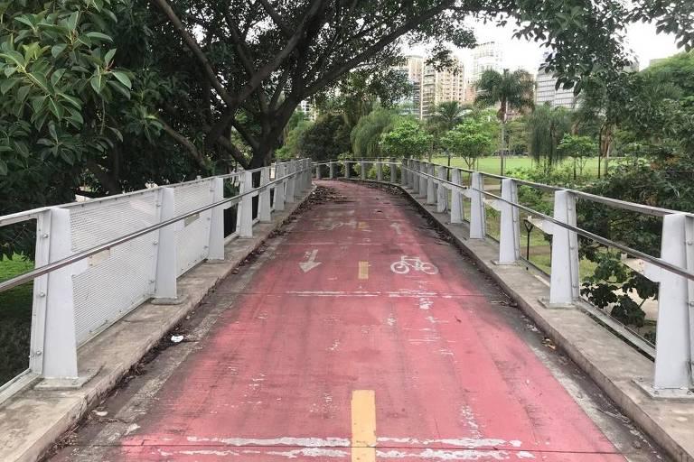 Ciclopassarela na Marginal Pinheiros tem placas de proteção furtadas
