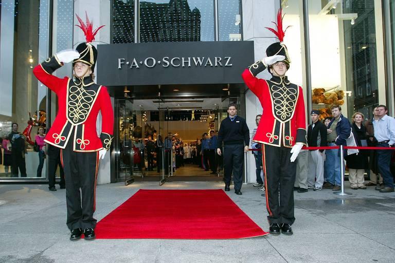 Cenário do filme 'Quero Ser Grande', FAO Schwarz reabre as portas em NY