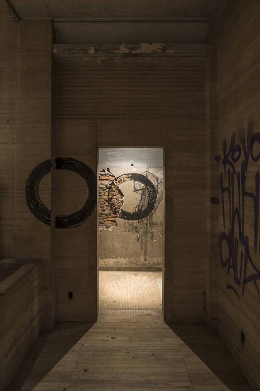 Trabalhos de Nelson Felix na Galeria Reocupa, em São Paulo