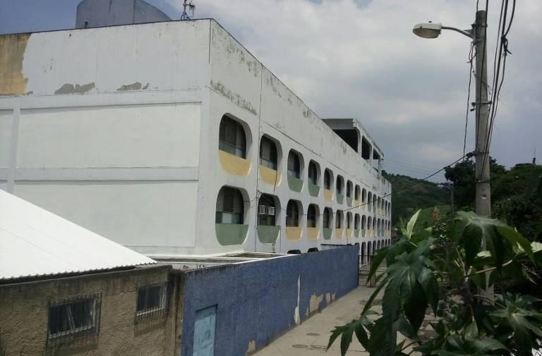 Escola municipal Brandão Monteiro, no Complexo da Penha (zona norte do Rio)