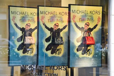 The Michael Kors store in Beverly Hills, California is seen on September 25, 2018. - Fashion house Michael Kors announced on September 25, 2018, it had agreed to buy Italian luxury giant Versace, signalling an intention to move deeper into the international big league after snapping up shoemaker to the stars Jimmy Choo in 2017. (Photo by Robyn Beck / AFP)