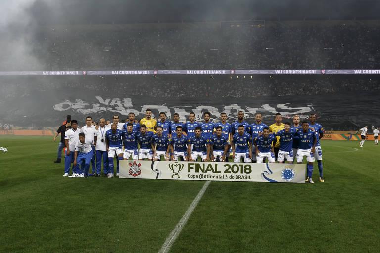 Equipe do Cruzeiro posa para foto antes da final no Itaquerão b0a9dab4b65fe