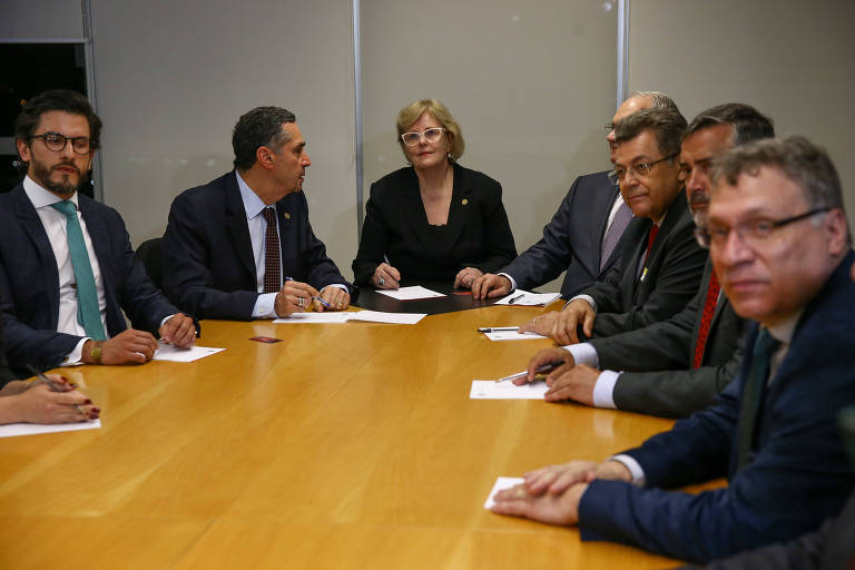 A presidente do TSE, Rosa Weber, em reunião com Luis Roberto Barroso e Edson Fachin e os advogados das campanhas de Jair Bolsonaro (PSL) e de Fernando Haddad (PT)