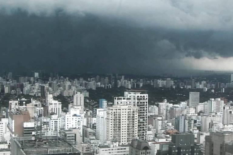 Tempo nublado e chuvoso derrubou as temperaturas em São Paulo