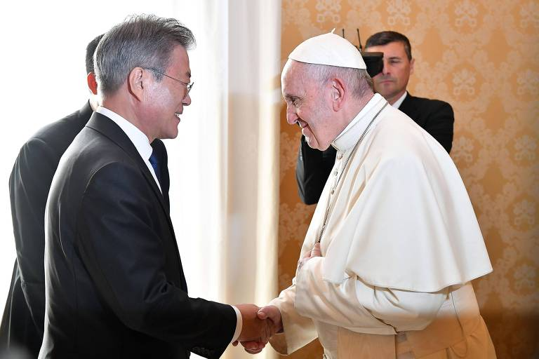 O presidente da Coreia do Sul, Moon Jae-in, encontra o papa Francisco no Vaticano