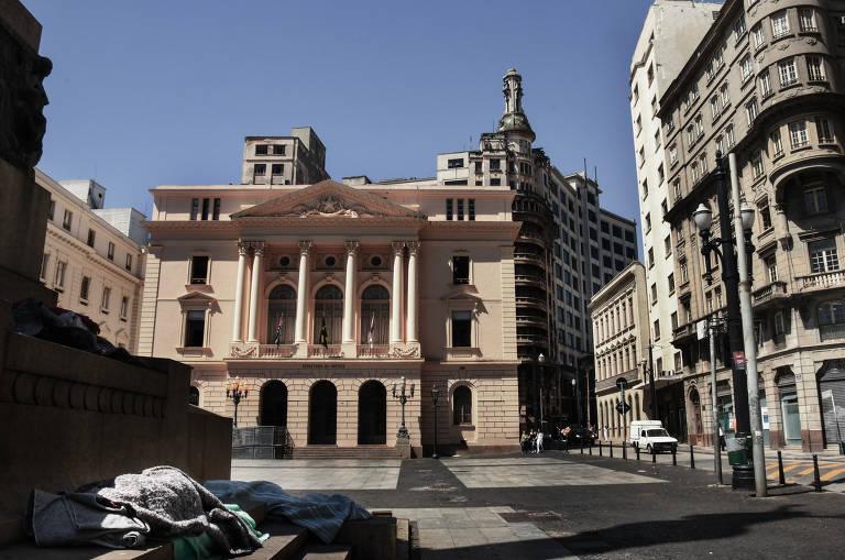 Joelma passou a noite no Pátio do Colégio, no centro, para evitar um homem na avenida Dom Pedro I