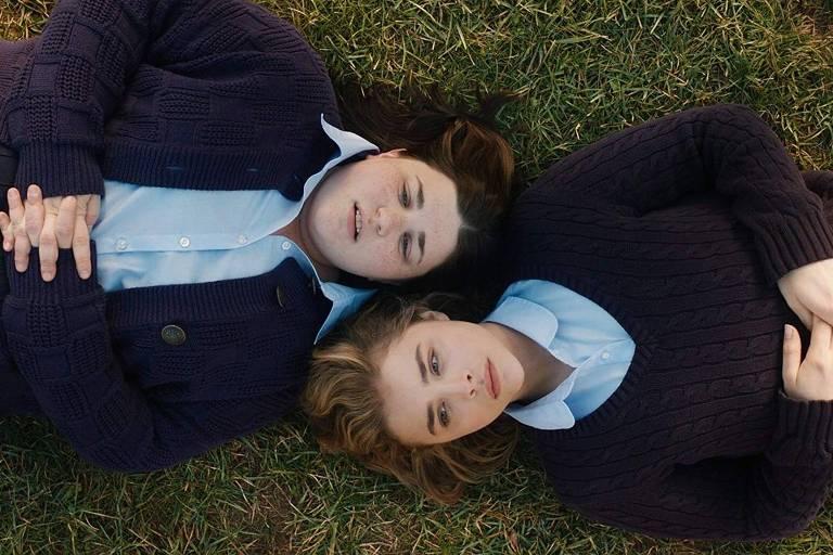 Melanie Ehrlich e Chloë Grace Moretz em cena de 'O Mau Exemplo de Cameron Post', um dos filmes sobre fundamentalismo religioso