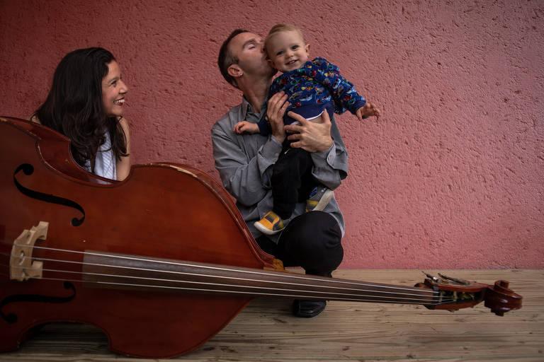Fernanda Rosa e Mateus Costa, cegos, músicos e pais do pequeno Francisco