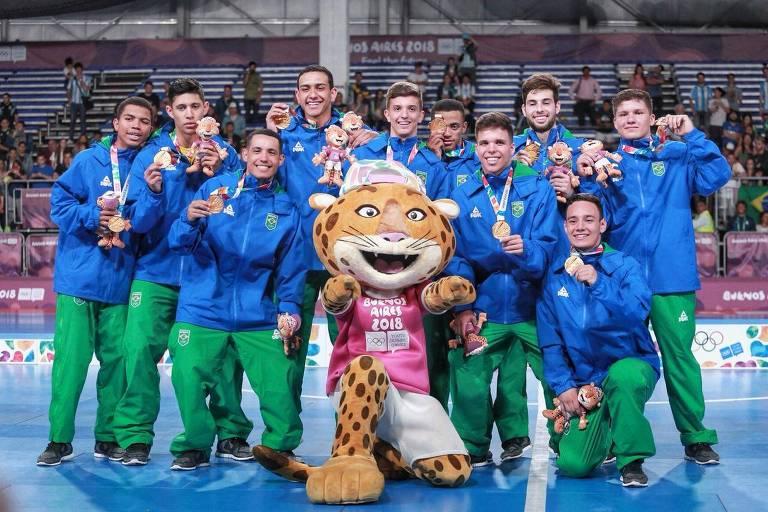 Futsal do Brasil comemora o ouro diante da Rússia nos Jogos Olímpicos da Juventude, em Buenos Aires