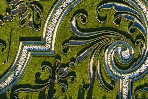 Hannover: Jardins de Herrenhausen Núcleo histórico dos Jardins de Herrenhausen, na Baixa Saxônia, o Grosse Garten é a única área verde barroca da Alemanha preservada no estado original.