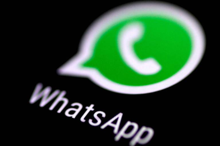 Logo do WhatsApp projetado em uma tela de celular