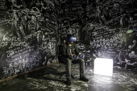 SAO PAULO - SP - BRASIL, 16-10-2018, 17h00: CAPA DO GUIA. Instalação de realidade virtual no CineSesc para a capa do Guia da Folha.  (Foto: Adriano Vizoni/Folhapress, MPME) ***EXCLUSIVO FSP***