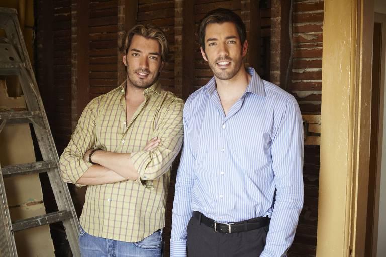 Os irmãos gêmeos Jonathan e Drew Scott comandam o programa