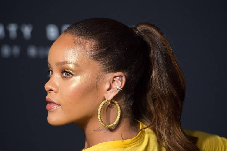 Rihanna canta hit Rehab durante festa da Fenty Beauty