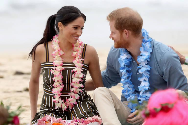O príncipe Harry e a Meghan participam de encontro sobre saúde mental em praia australiana