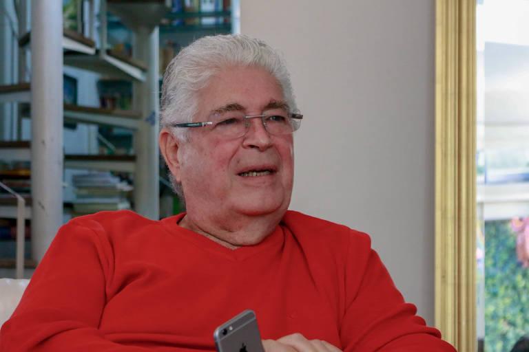 O senador paranaense Roberto Requião (MDB), durante entrevista à Folha em sua casa, em Curitiba