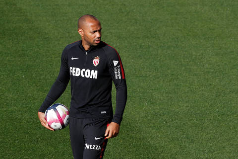 Soccer Football - Ligue 1 - AS Monaco Training - La Turbie Training Centre, France - October 18, 2018   AS Monaco coach Thierry Henry during training   REUTERS/Eric Gaillard ORG XMIT: AI